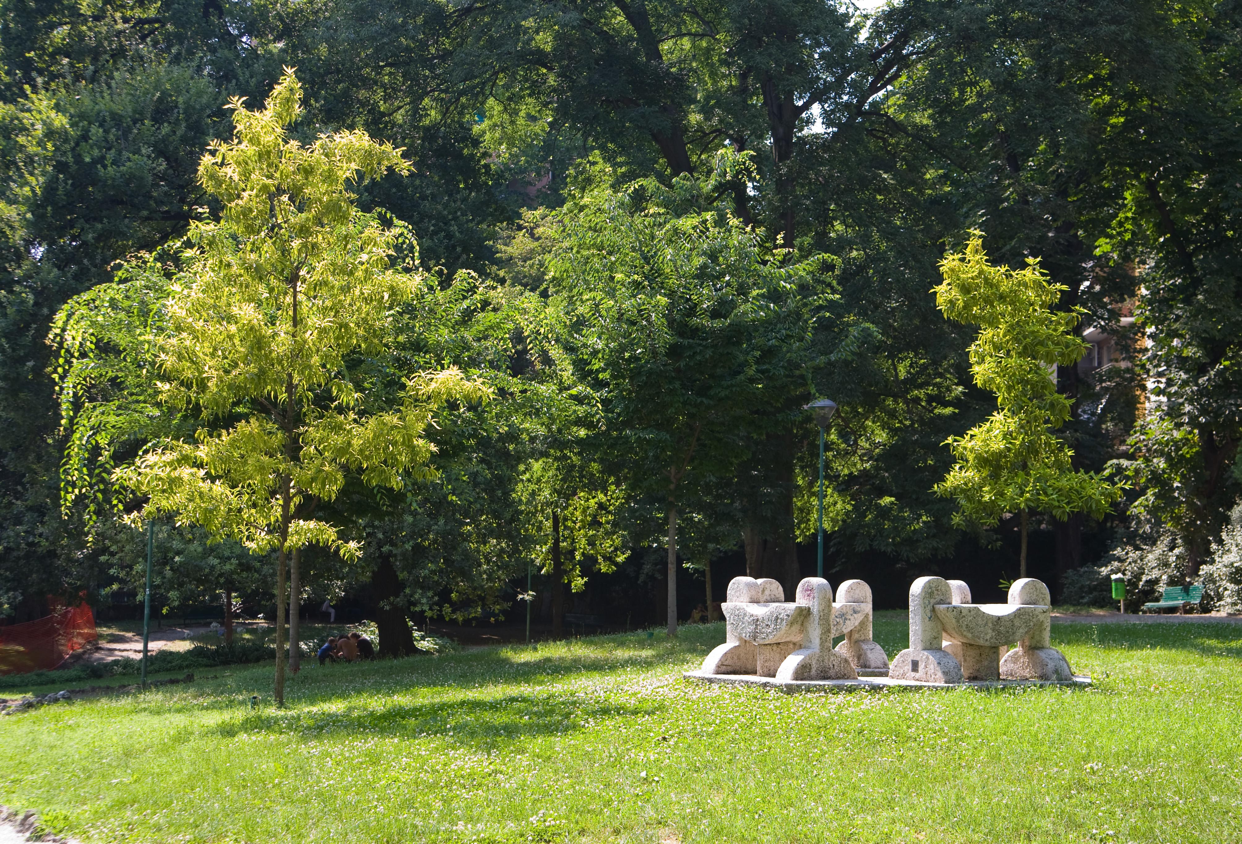 Milano 52 via dei giardini for Via giardini milano